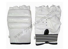 WHITE KARATE MITT WITH KYOKUSHIN LOGO